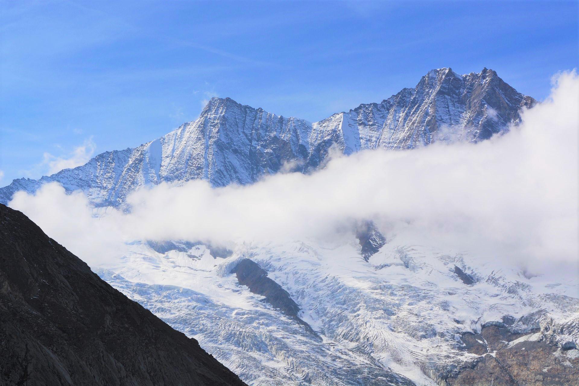 Saas Fee Mountains: Skiing In December