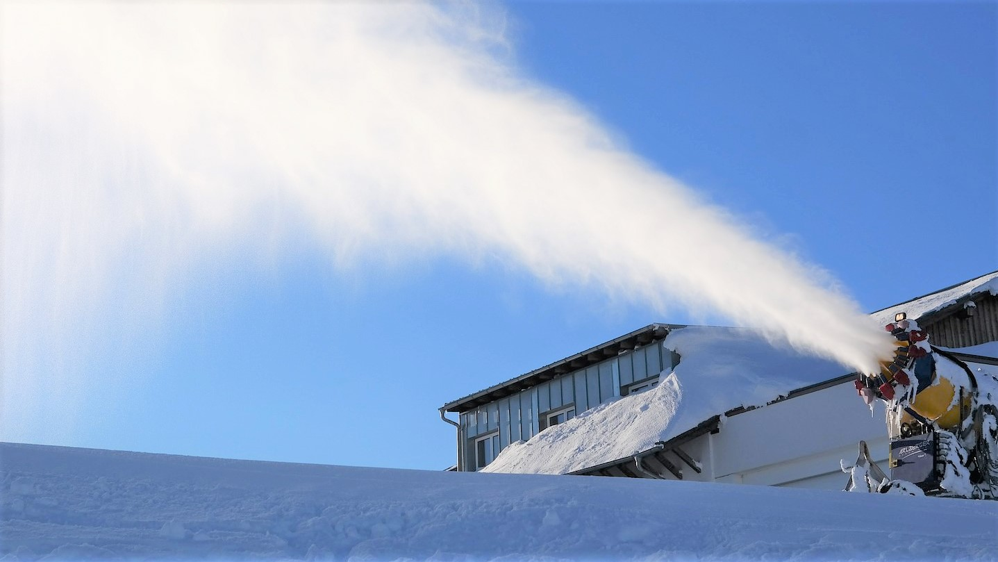 Snow Cannon: Skiing in December