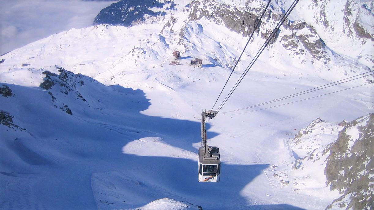 VerbierCableCar: Skiing in December